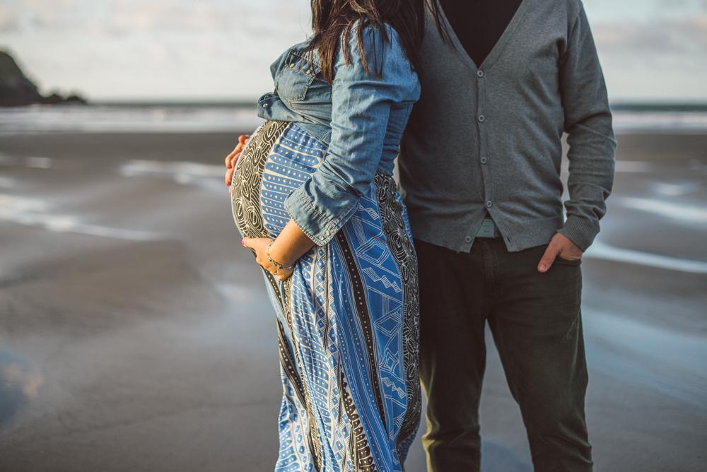 sesion-embarazo-en-la-playa-asturias